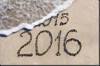 24917288-Feliz-A-o-Nuevo-2016-en-lugar-de-2015-el-concepto-de-la-playa-del-mar-Foto-de-archivo